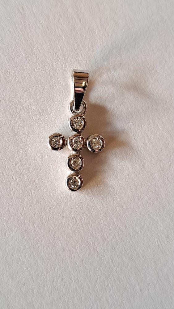 Superbe Croix or blanc 18 Carats Avec Brillants +Ecrin 158 Ghyvelde (59)