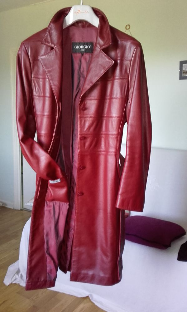 Superbe manteau en  beau cuir rouge** 110 Nervieux (42)