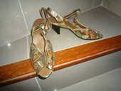 superbes sandales de marque neuves dorée et brodées 25 Agde (34)