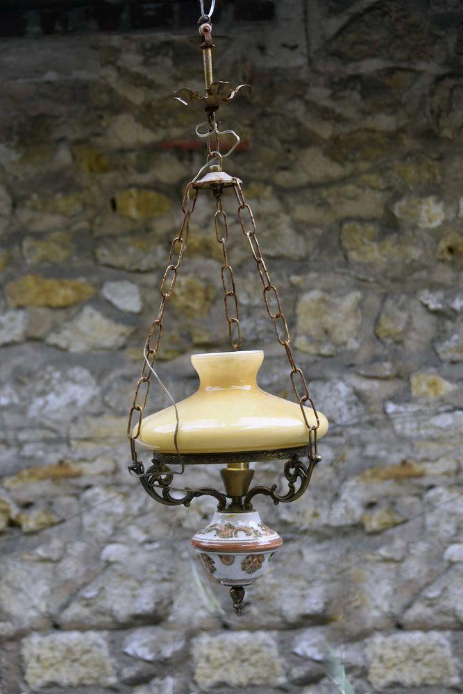 Suspension (lustre) ancienne en porcelaine 60 Vert-Saint-Denis (77)