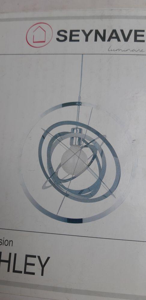 Suspension sphère, en métal argenté 25 Alès (30)