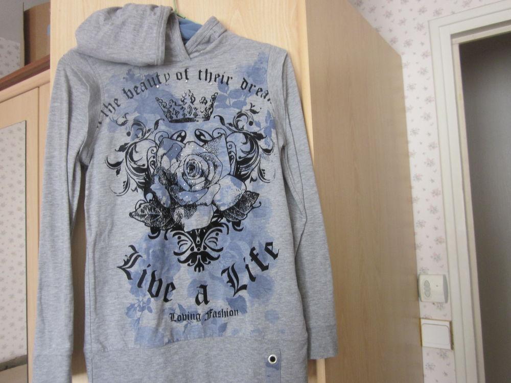 sweat-shirt à capuche  taille 14 ans 3 Soucelles (49)