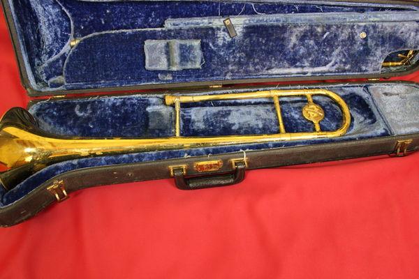 Sympathique trombone vintage Conn Pan American 1954 270 Le Grand-Lemps (38)