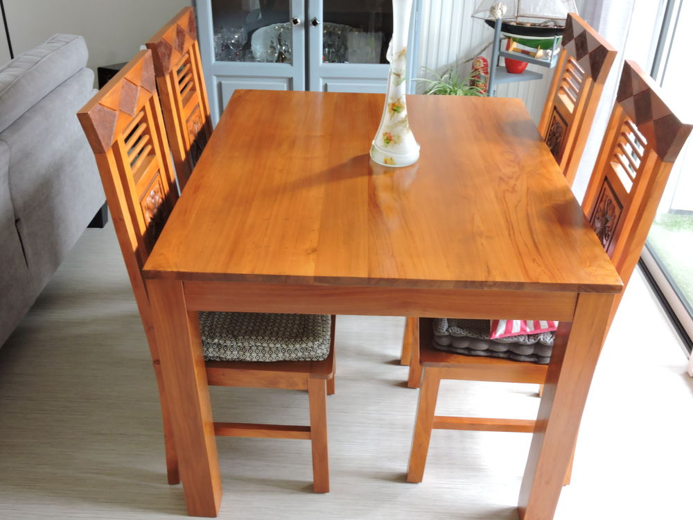 table +4chaises  350 Hennebont (56)