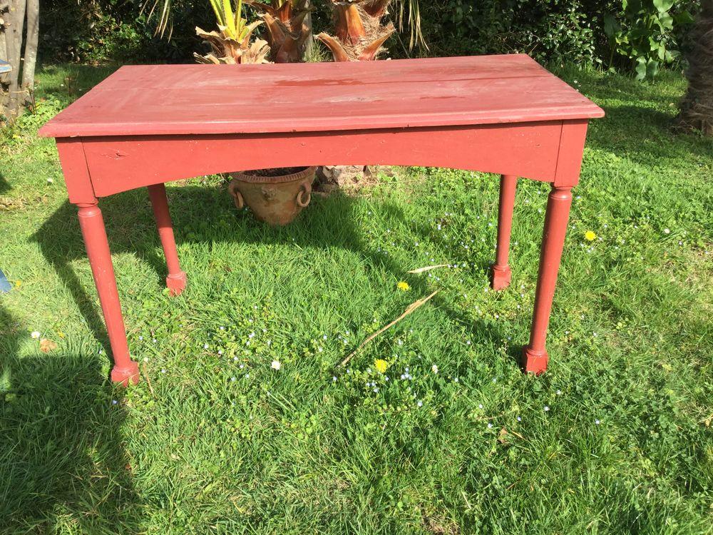 TABLE ANCIENNE PEINTE EN ROUGE 15 Bidart (64)