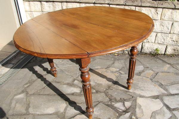 Achetez table ancienne ronde occasion annonce vente for Table ronde pliante bois