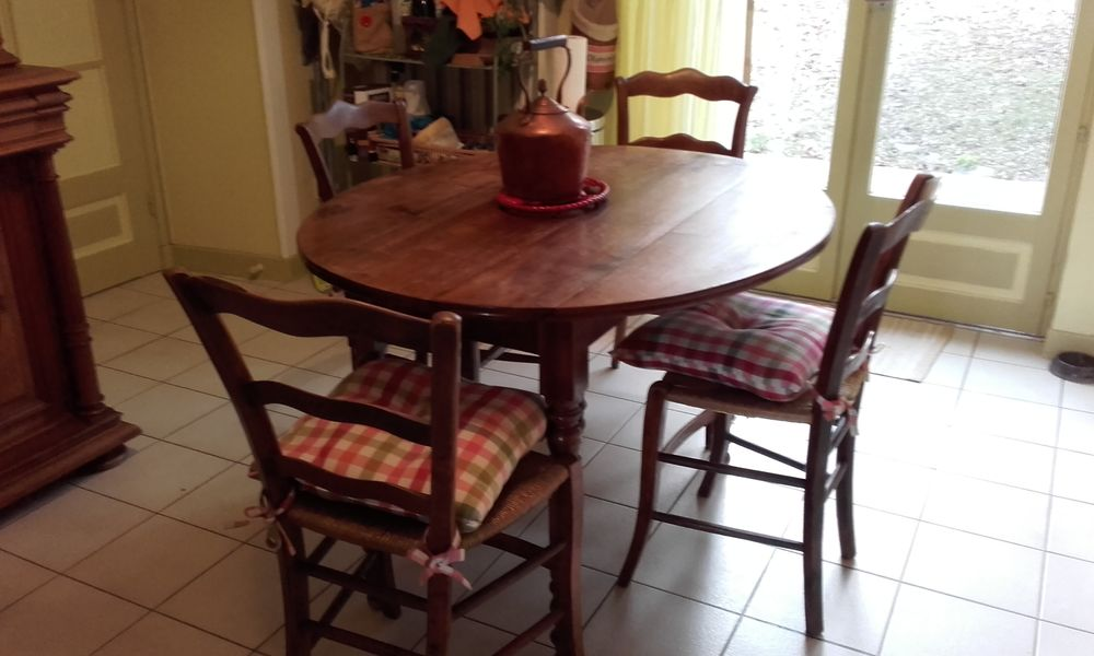 Table ancienne * style Louis philippe +4 Chaises  220 Nervieux (42)
