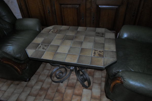 table artisanale en fer forge dessus carrelee 130 Amélie-les-Bains-Palalda (66)