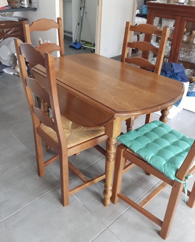 Table avec chaise excellent état  120 Plessala (22)