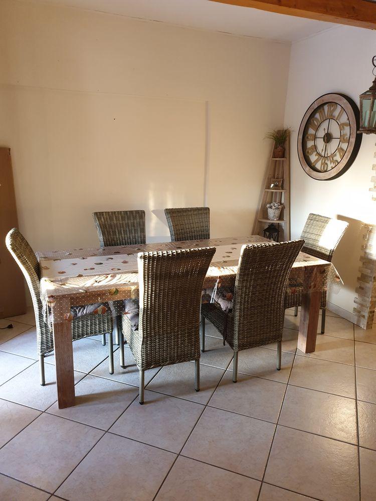 Table avec 8 chaises tressées. 700 Allauch (13)