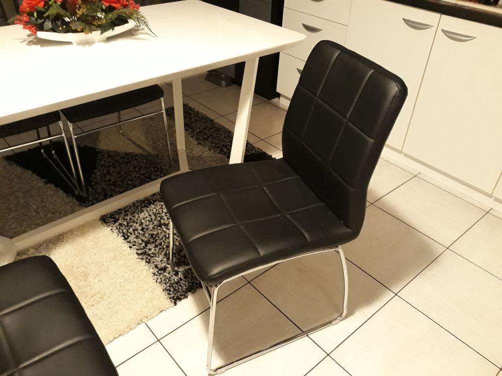 Table avec 4 chaises  150 Villeneuve-le-Roi (94)