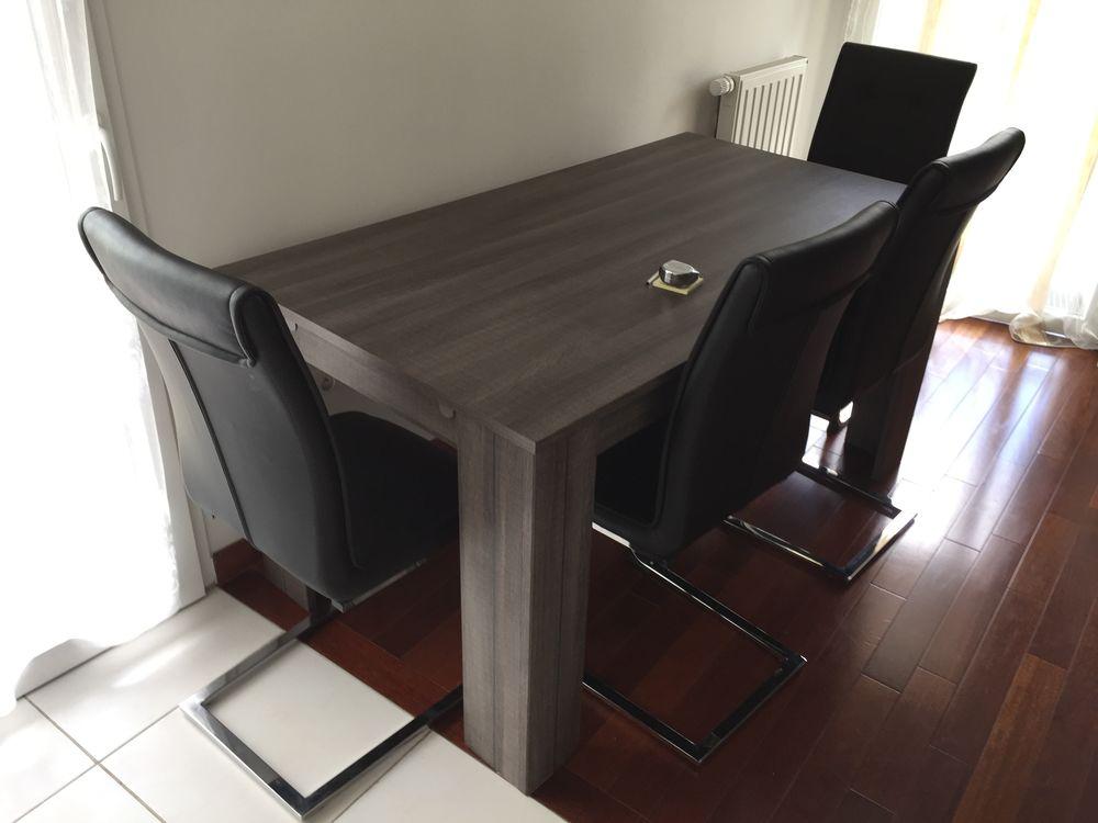 Table 160/200 avec 4 chaises 550 Issy-les-Moulineaux (92)