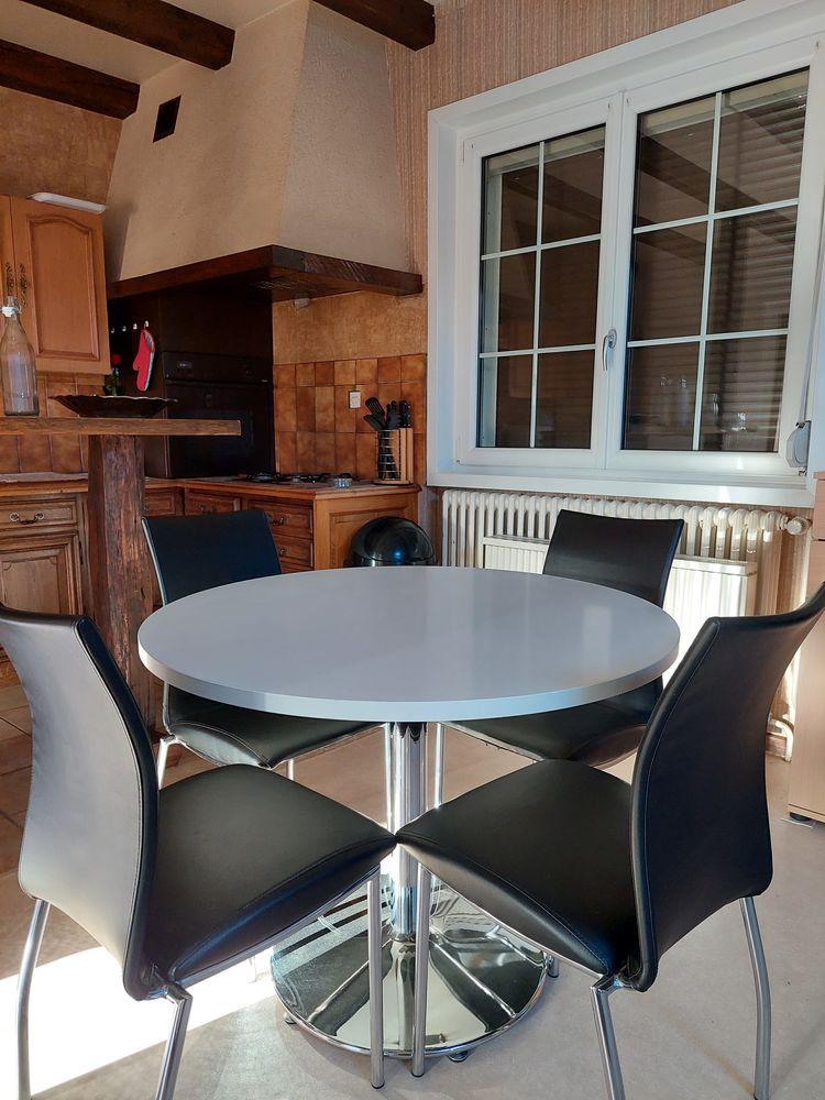 Table avec 4 chaises  60 Morteau (25)