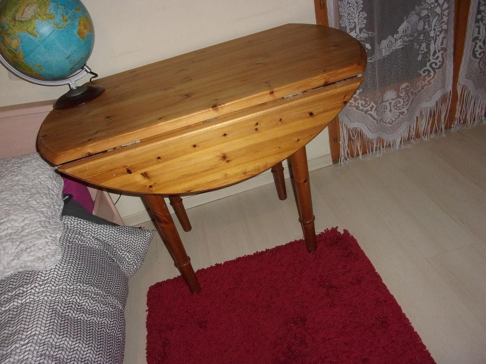 Table pin avec 2 côtés rabattables, diamètre 105 et 52 de pr 70 Annonay (07)