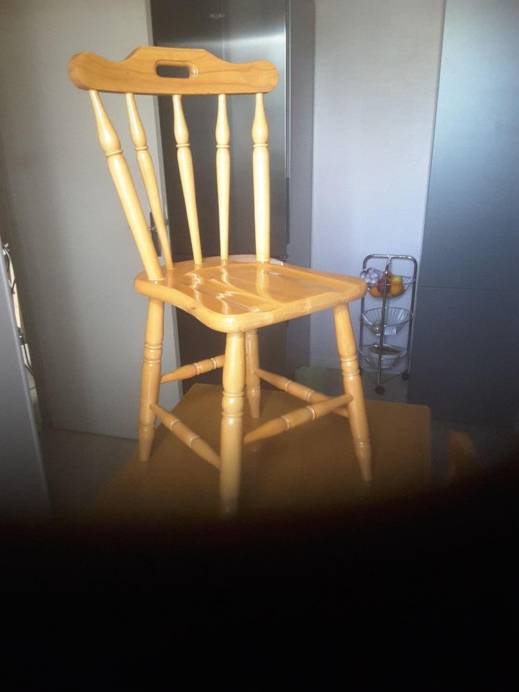 Table avec ses deux chaises 100 Blois (41)