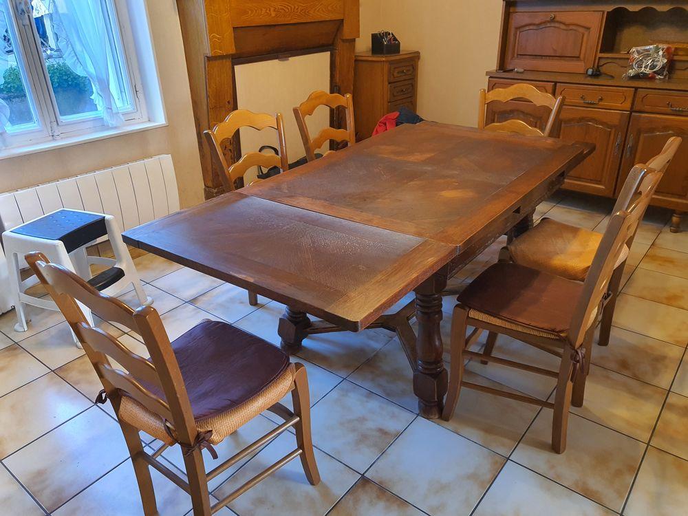 Table  avec deux rallonges et 6 chaises. 50 L'Haÿ-les-Roses (94)