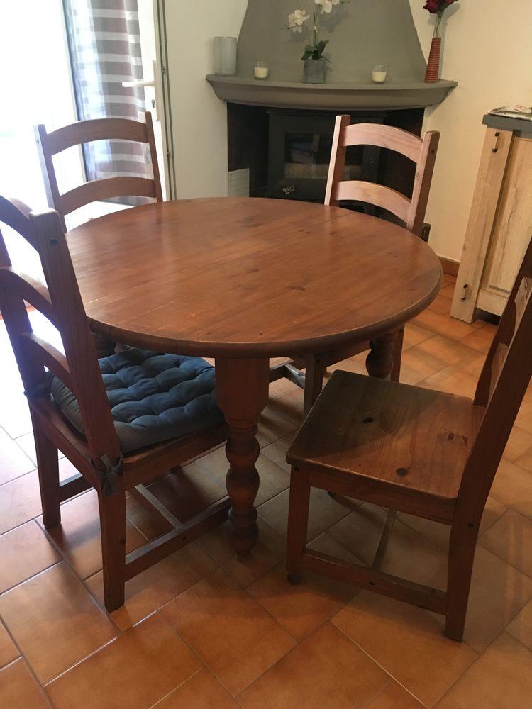 table avec rallonge et 4 chaises  50 Les Issambres (83)