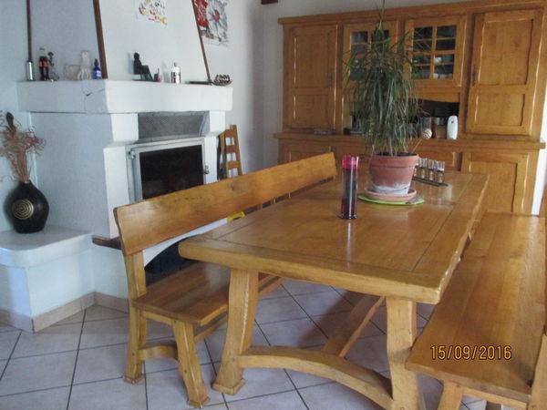 table + 2 bancs en chêne massif 1500 Marcilloles (38)