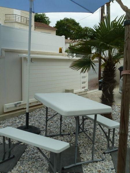 bancs de jardin occasion en charente maritime 17 annonces achat et vente de bancs de jardin. Black Bedroom Furniture Sets. Home Design Ideas