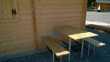 table et bancs relevables sur mur pour gain de place Meubles