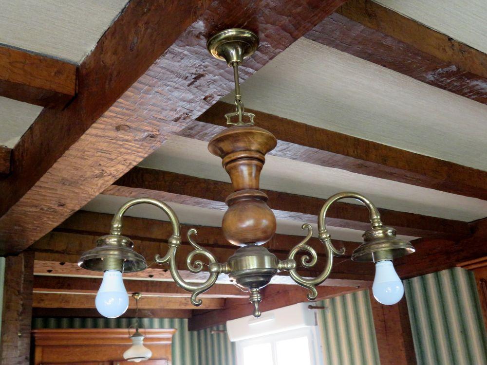 TABLE BASSE AVEC PLATEAU CARRELE et 2 luminaires 50 Martigny (50)
