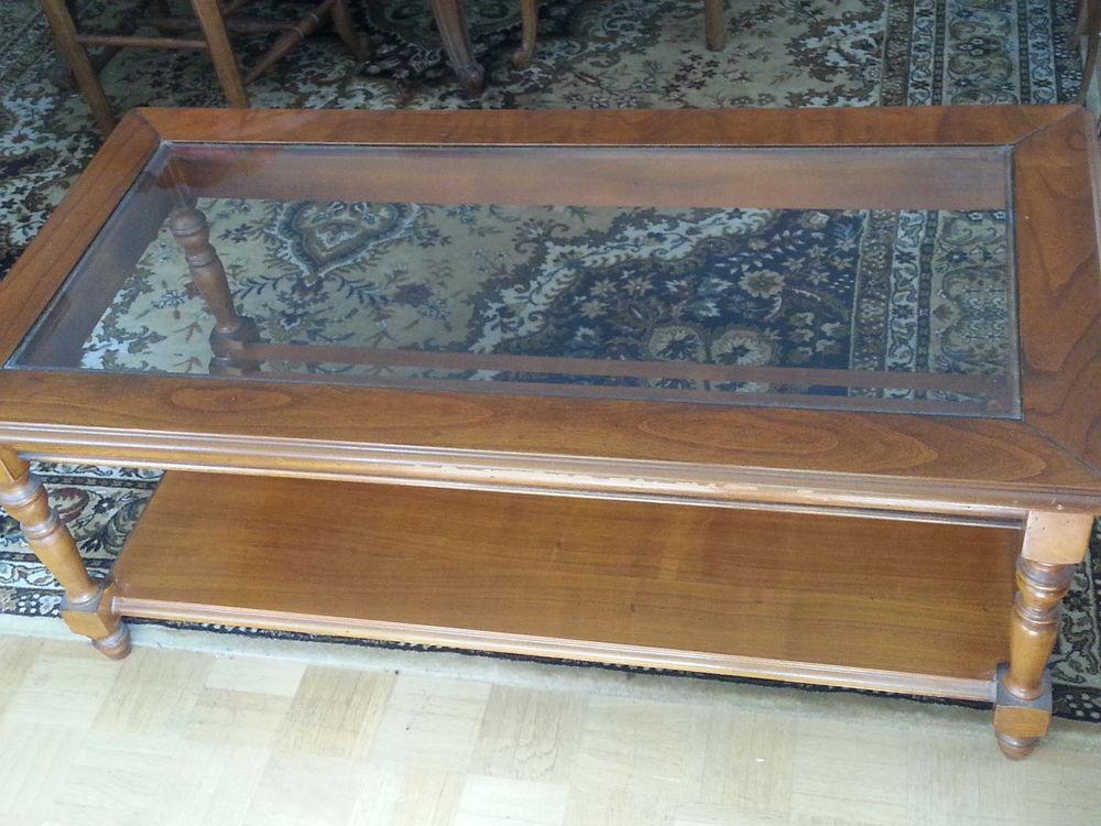 Table basse bois vernis, dessus verre. Bon état. 15 Maisons-Laffitte (78)