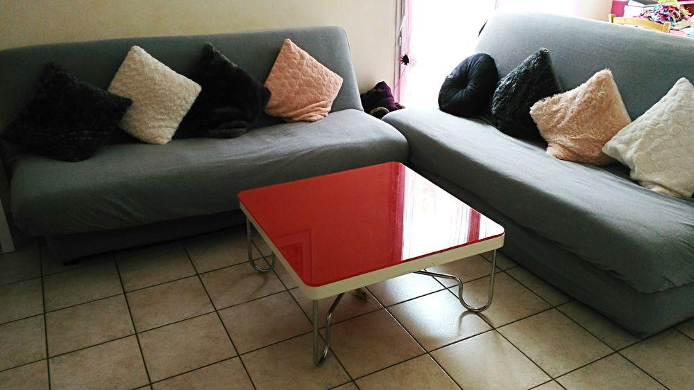 Table basse carrée rouge 60 Bannalec (29)
