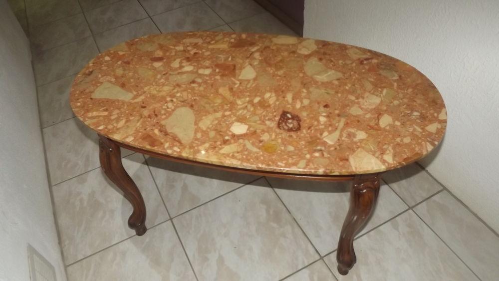 Table basse dessus marbre 15 Mirecourt (88)