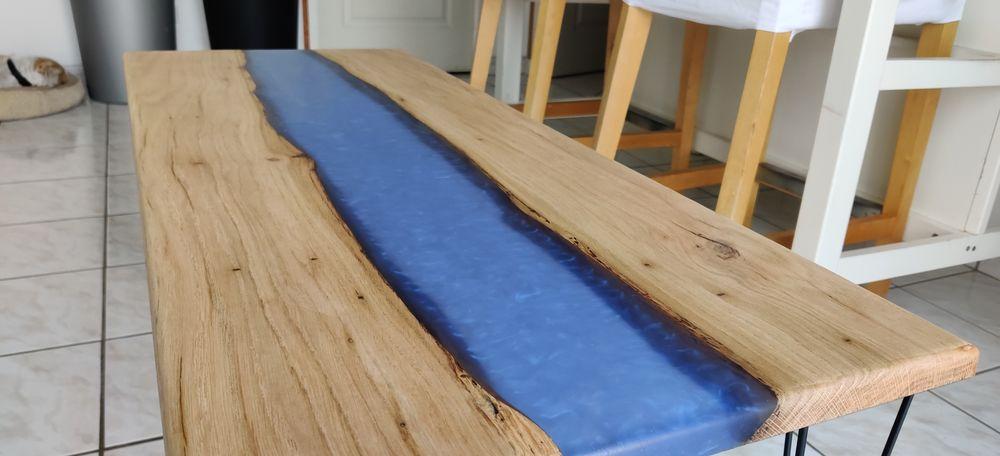 Table basse en epoxy et bois (chêne) avec effet rivière bleu 250 Irodouër (35)