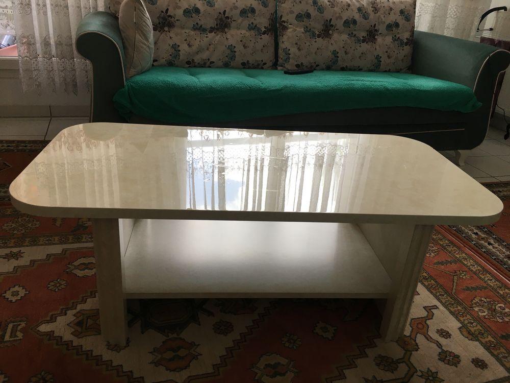 Table basse laqué avec plateau inférieur 35 € 35 Clichy-sous-Bois (93)