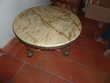 Table basse en marbre rose et bronze Meubles