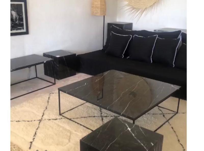 Table basse en marbre  noir style la redoute  290 Artigues-près-Bordeaux (33)