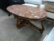 Table basse ovale style Louis XV dessus marbre