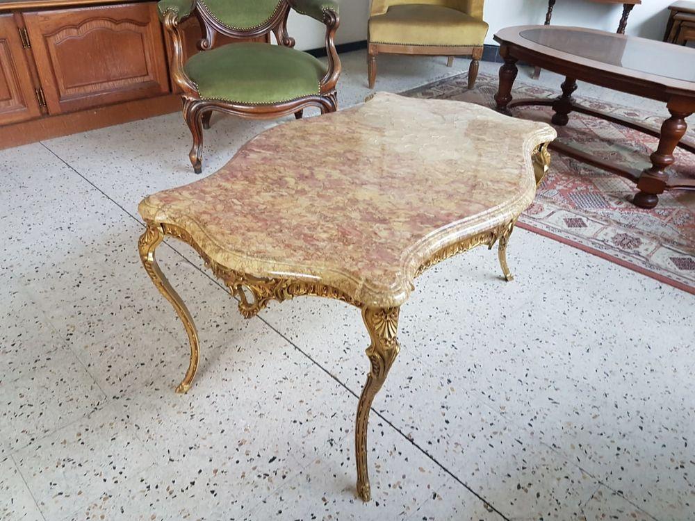 Table basse pieds en laiton,et dessus marbre style Louis XV. 350 Thonon-les-Bains (74)