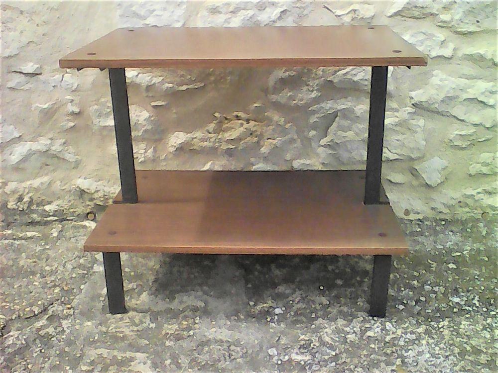 Table basse à 2  plateaux. 8 Blasimon (33)
