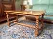 Table basse rectangulaire, bois sculpté vernis