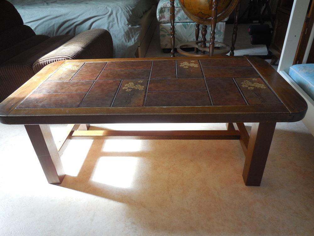 TABLE BASSE DE SALON en bois (dessus carrelé à motif) Meubles