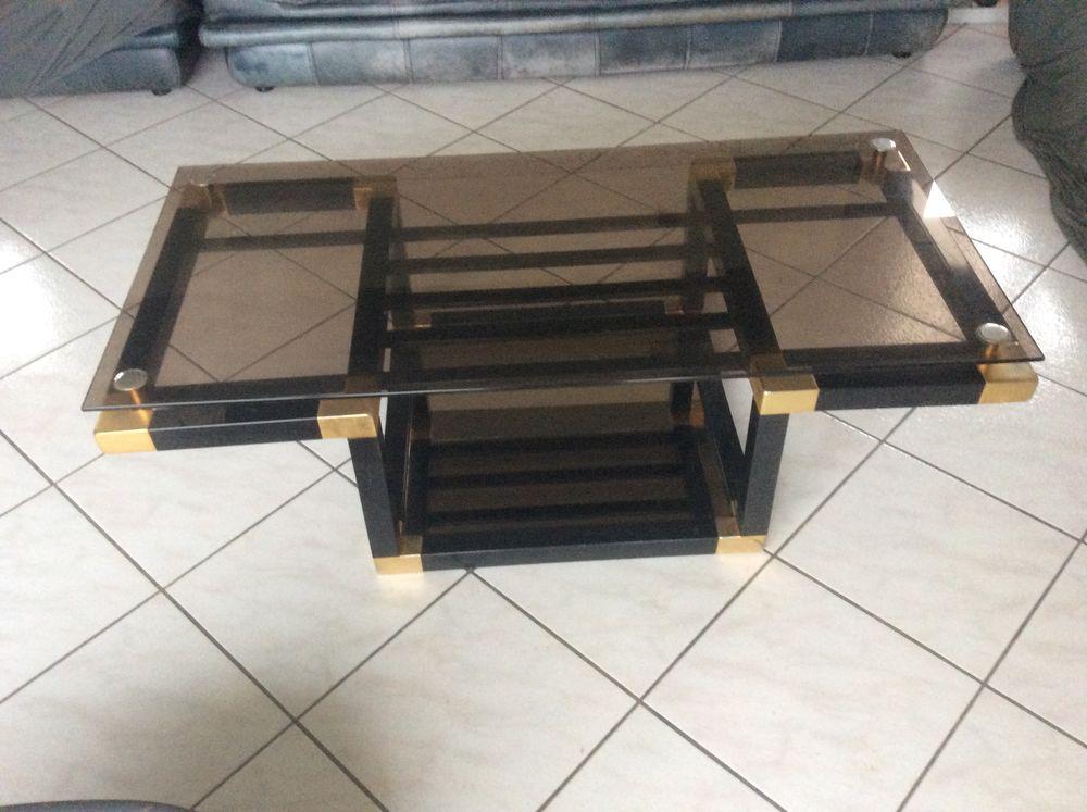 table basse de salon en fer avec plateau en verre fumé. 200 La Chapelle-Blanche (73)