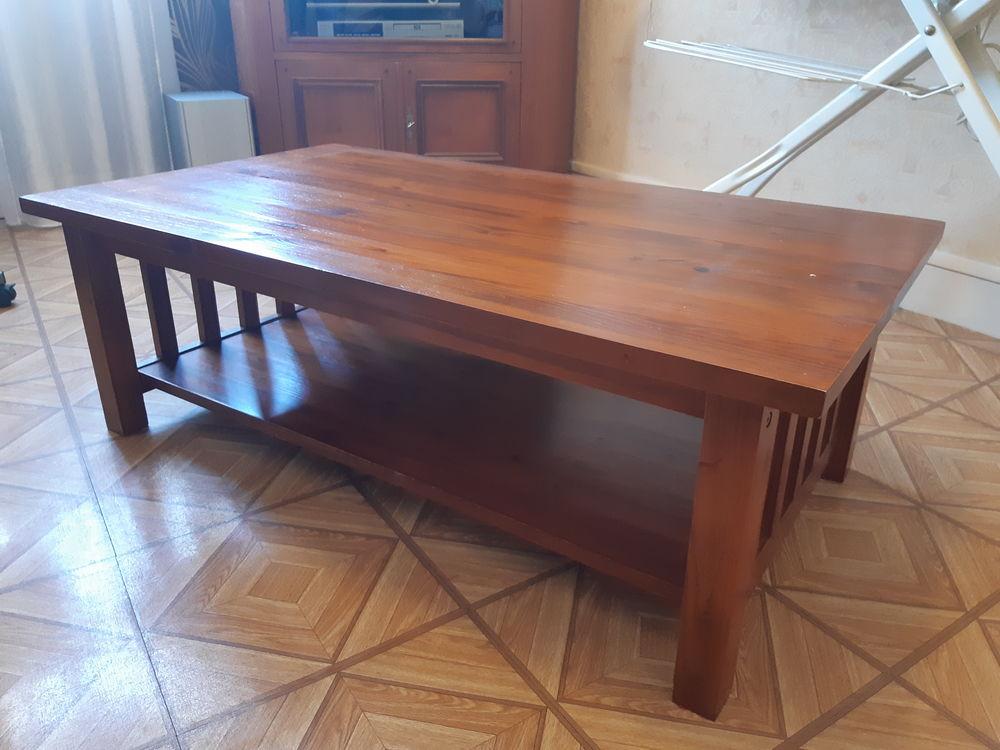 Table basse très bon état Longueur 106 cm Largeur 60 cm Haut Meubles