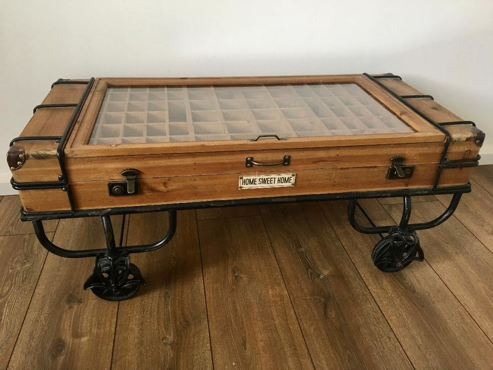 Table basse valise style indus en bois et verre sur roues 0 Tourcoing (59)