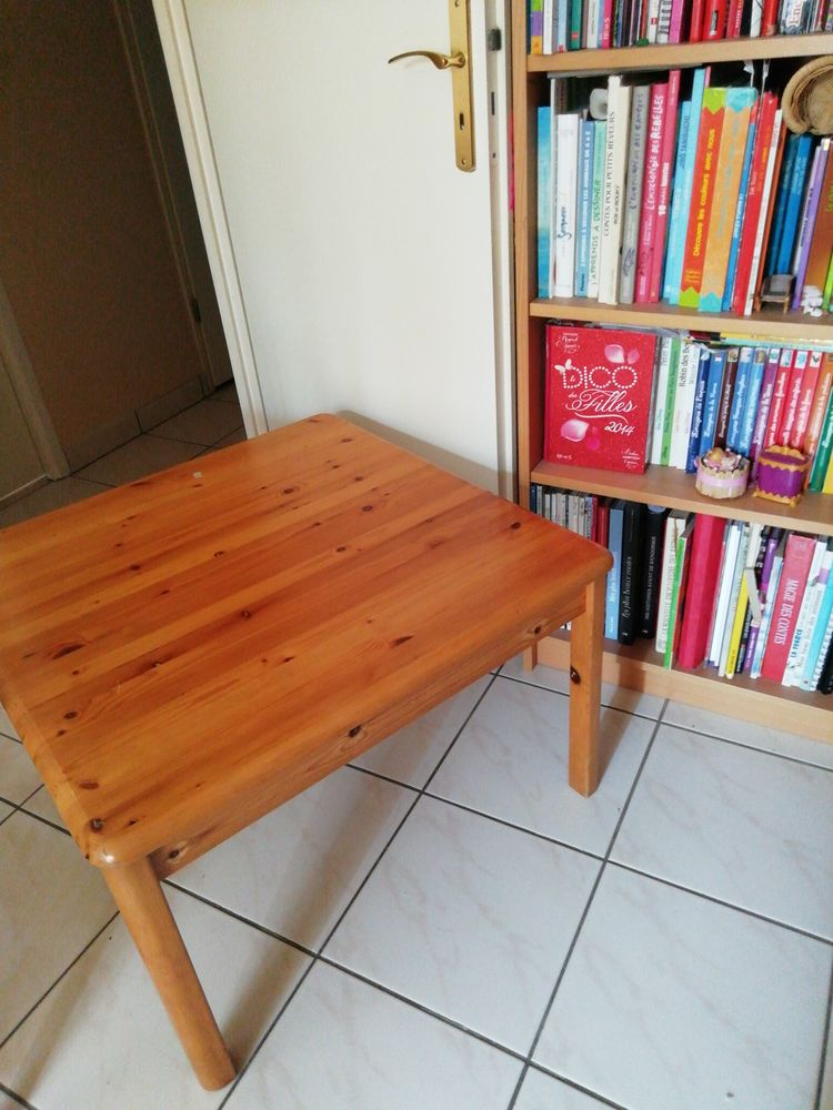 TABLE BASSE PIN VERNIS 30 Argenteuil (95)