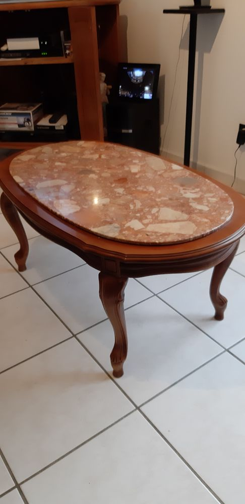 Table basse. 15 Colombe (38)