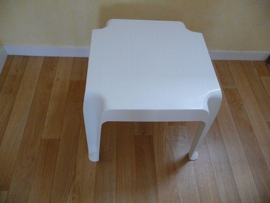 Table blanche carrée en plastique 10 Montigny-le-Bretonneux (78)