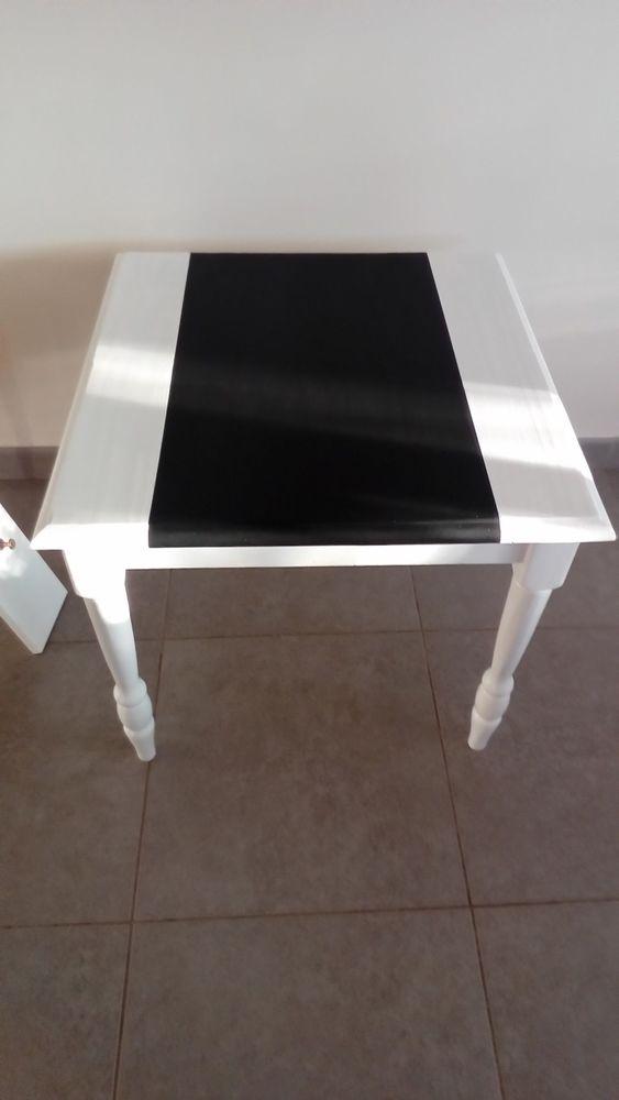 Table blanche et noire de salon Meubles