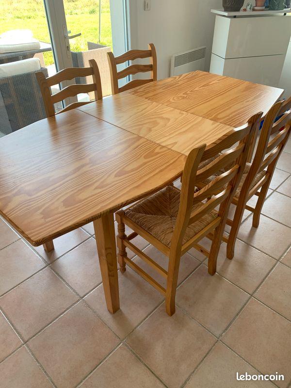 Table en bois avec chaises  50 La Rouxière (44)