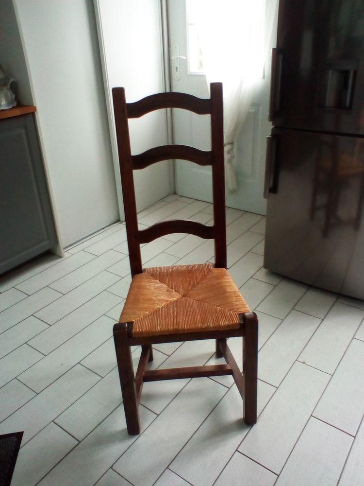 Table bois massif avec ses 8 chaises 270 Le Pellerin (44)