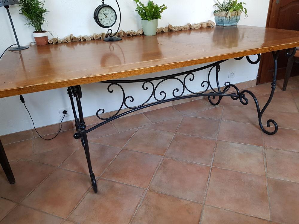 Table bois pieds fer forgé et 5 chaises en cadeau 90 Fréjus (83)