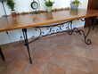 Table bois pieds fer forgé et 5 chaises en cadeau