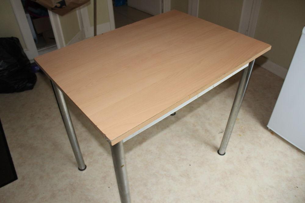 Table en bois TOUJOURS DISPO Meubles