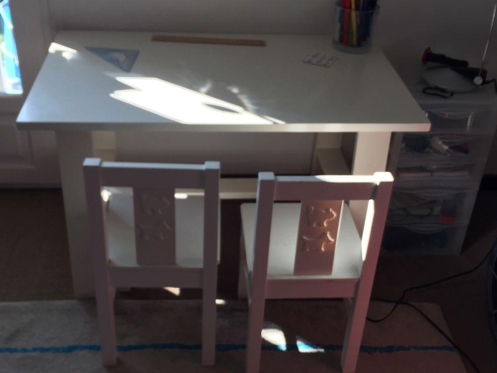 Table bureau enfant + 2 chaises 50 Copponex (74)